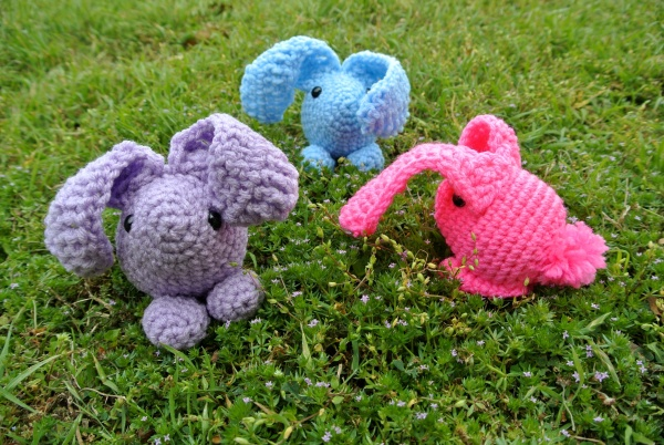 Baby Bunny amigurumi pattern by Simply Collectible - a Free pattern to make the cutest bunnies ever in 45 minutes or less!