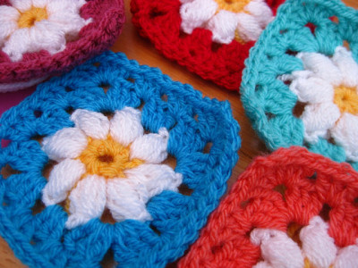 22 Granny Square Projects | Daisy Granny Square by Bunny Mummy Jacquie