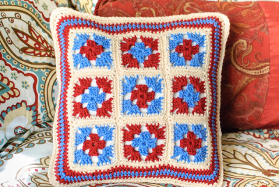 22 Granny Square Projects | Granny Square Pillow by Petals to Picots