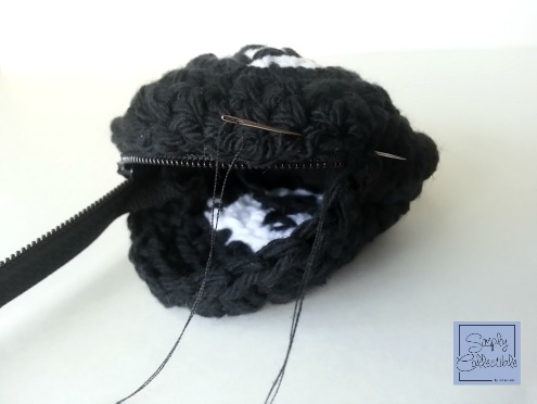 SimplyCollectibleCrochet.com | How to make a coin purse out of a crochet motif. Simple tutorial from Simply Collectible STEP 2