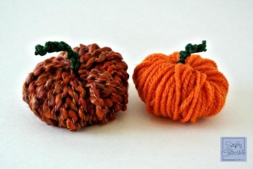 SimplyCollectibleCrochet.com | Make an Easy Peasy Pompom Pumpkin - Tutorial