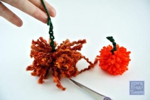 SimplyCollectibleCrochet.com   Make an Easy Peasy Pompom Pumpkin - Tutorial