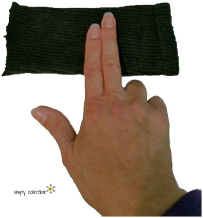 DIY Sporty Fingerless Gloves in 4 minutes - tutorial by Simply Collectible