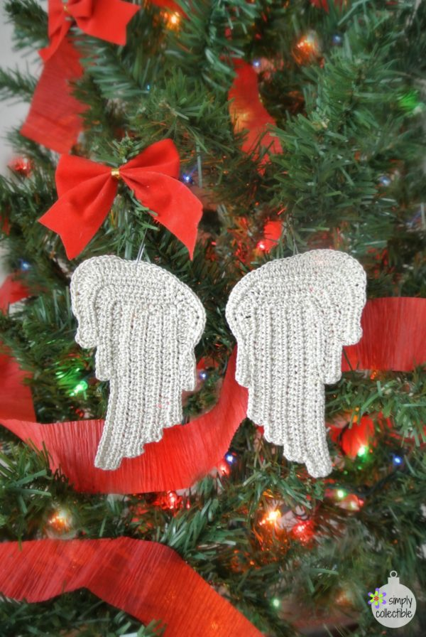 Free Tiny Angel Wings crochet pattern by SimplyCollectibleCrochet.com | Perfect for appliques, ornaments, earrings, pendants, and more!