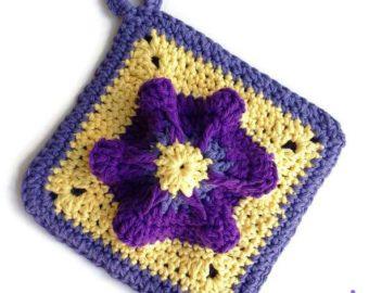 Penelope's Pretty Petunia Potholder crochet pattern