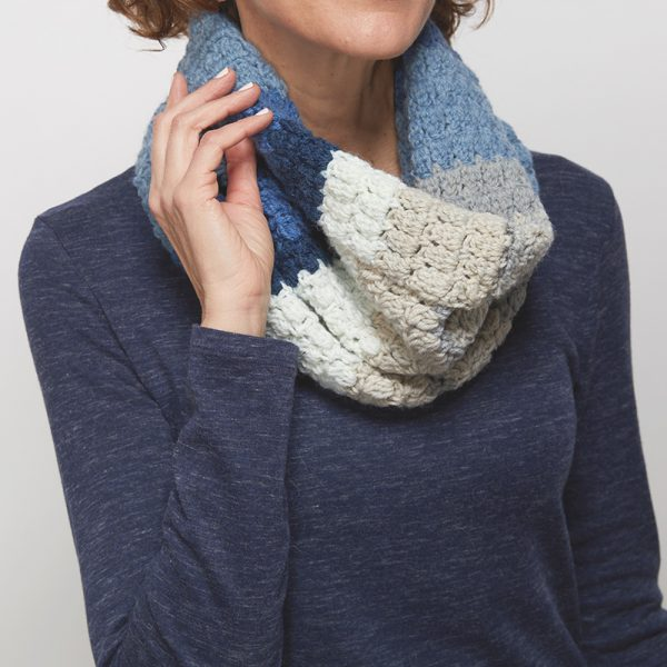 This crochet cowl pattern would be great on a winter vacation in the mountains, or just an extra holiday treat for someone you love. #CrochetCowlPattern #CrochetCowl #CrochetScarf #CrochetAddict