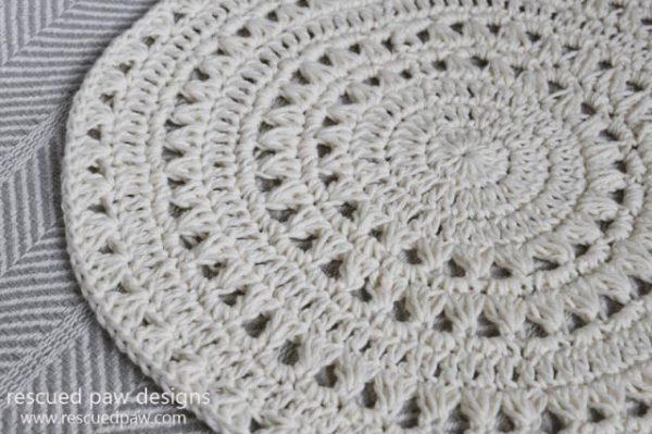 Easy Crochet Doily - Crochet doily patterns are unique and a great investment of time. They take skill and attention to detail and are perfect for relaxing. #crochetpatterns #crochetdoilypatterns #freecrochetpatterns #crochetaddict