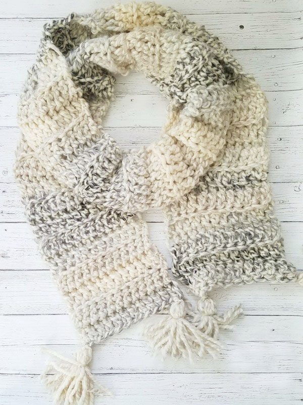 Easy Crochet Super ScarfThis list of free scarf patterns has crochet for beginners. Choose between these free crochet patterns and get to work on a project you can be proud of. #CrochetScarfPatterns #CrochetScarf #FreeCrochetPatterns