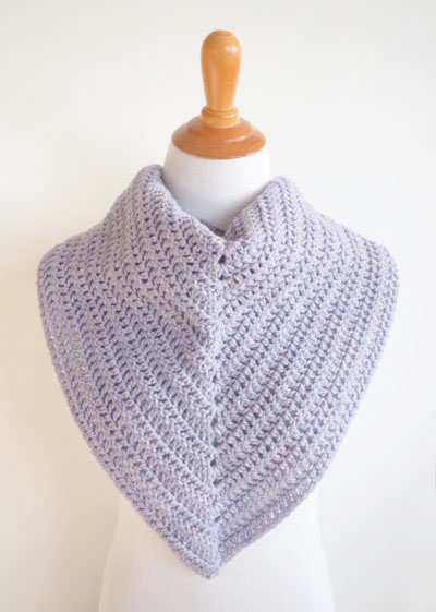 Easy Everyday Triangle ScarfThis list of free scarf patterns has crochet for beginners. Choose between these free crochet patterns and get to work on a project you can be proud of. #CrochetScarfPatterns #CrochetScarf #FreeCrochetPatterns