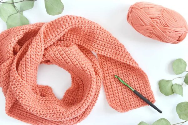Basic ScarfThis list of free scarf patterns has crochet for beginners. Choose between these free crochet patterns and get to work on a project you can be proud of. #CrochetScarfPatterns #CrochetScarf #FreeCrochetPatterns