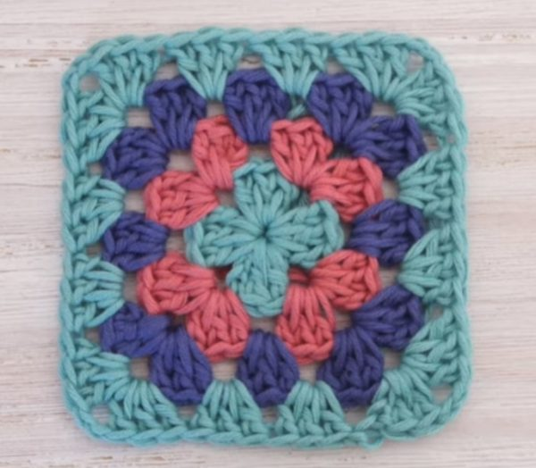 Beautiful Granny Square - Crochet granny squares are so simple and fun to make. With so many free granny square patterns, you'll be stitching up a storm. #CrochetGrannySquarePatterns #GrannySquarePatterns #CrochetPatterns
