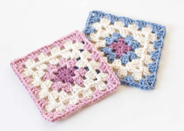 Classic Granny Square - Crochet granny squares are so simple and fun to make. With so many free granny square patterns, you'll be stitching up a storm. #CrochetGrannySquarePatterns #GrannySquarePatterns #CrochetPatterns