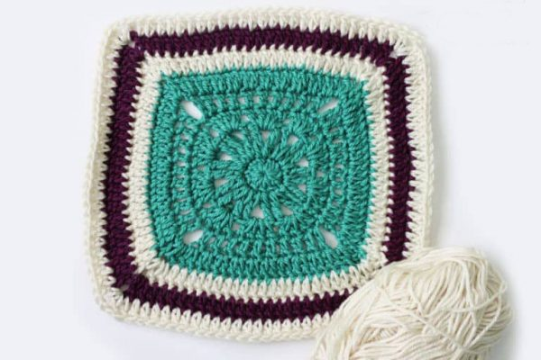 Crochet Blanket Square - Crochet granny squares are so simple and fun to make. With so many free granny square patterns, you'll be stitching up a storm. #CrochetGrannySquarePatterns #GrannySquarePatterns #CrochetPatterns