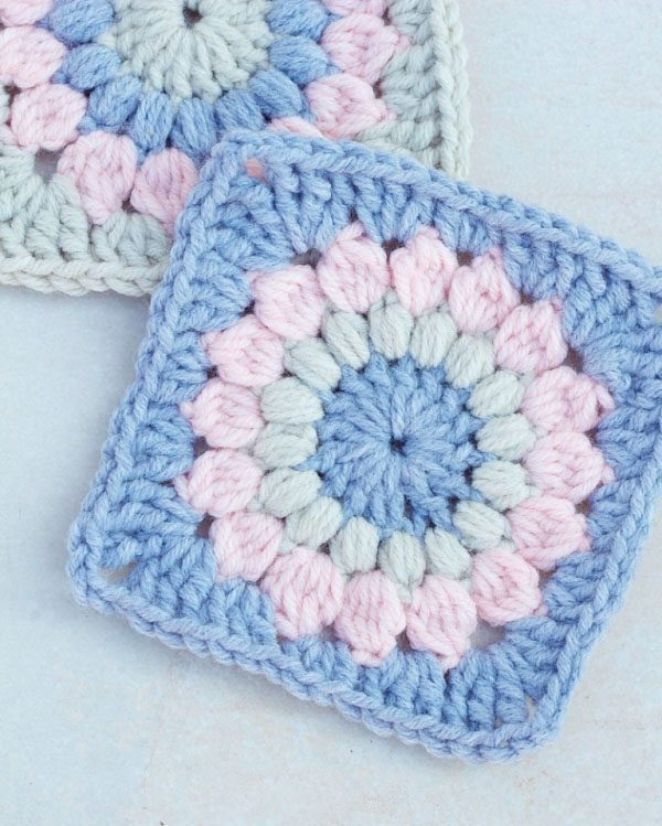 Sunburst Granny Square - Crochet granny squares are so simple and fun to make. With so many free granny square patterns, you'll be stitching up a storm. #CrochetGrannySquarePatterns #GrannySquarePatterns #CrochetPatterns