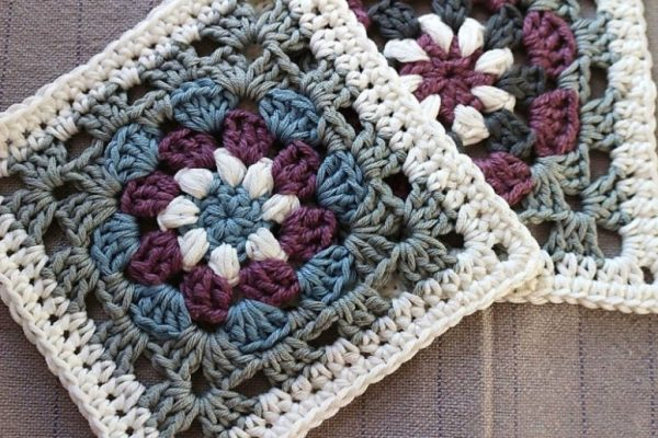 Lily Pad Granny Square - Crochet granny squares are so simple and fun to make. With so many free granny square patterns, you'll be stitching up a storm. #CrochetGrannySquarePatterns #GrannySquarePatterns #CrochetPatterns
