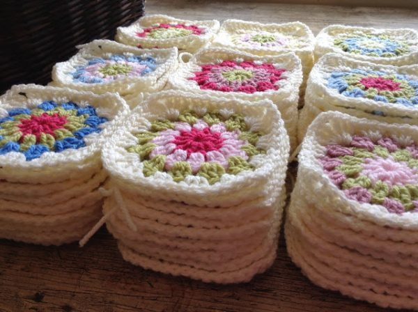 The Granny Flower Square - Crochet granny squares are so simple and fun to make. With so many free granny square patterns, you'll be stitching up a storm. #CrochetGrannySquarePatterns #GrannySquarePatterns #CrochetPatterns