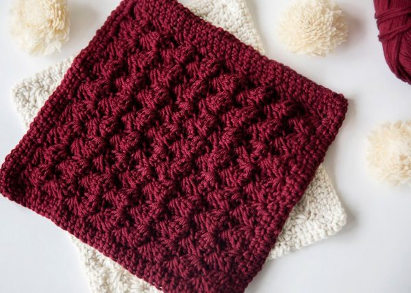Decorative Crochet Potholders - Learn how to crochet using basic crochet stitches and simple patterns. These beginner crochet patterns are easy and completely free. #FreeCrochetPattern #CrochetPattern #CrochetAddict #BeginnerCrochetPatterns