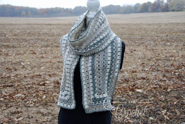 Quick and Easy Winter Scarf - Learn how to crochet using basic crochet stitches and simple patterns. These beginner crochet patterns are easy and completely free. #FreeCrochetPattern #CrochetPattern #CrochetAddict #BeginnerCrochetPatterns