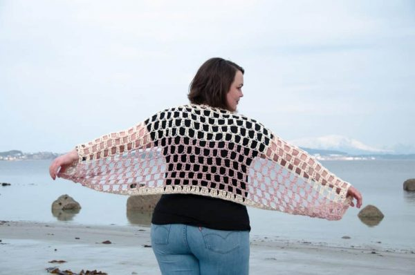 Airy Shrug - These crochet shrugs for women are cozy, comfortable and stylish. Everything you need to punp up your Fall/Winter wardrobe. #CrochetShrug #CrochetShrugPatterns #FreeCrochetPatterns