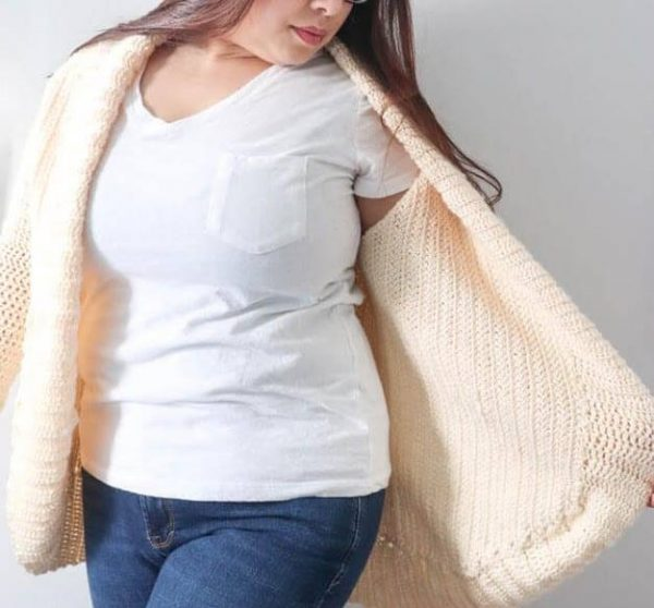 Cozy Cardigan Shrug - These crochet shrugs for women are cozy, comfortable and stylish. Everything you need to punp up your Fall/Winter wardrobe. #CrochetShrug #CrochetShrugPatterns #FreeCrochetPatterns