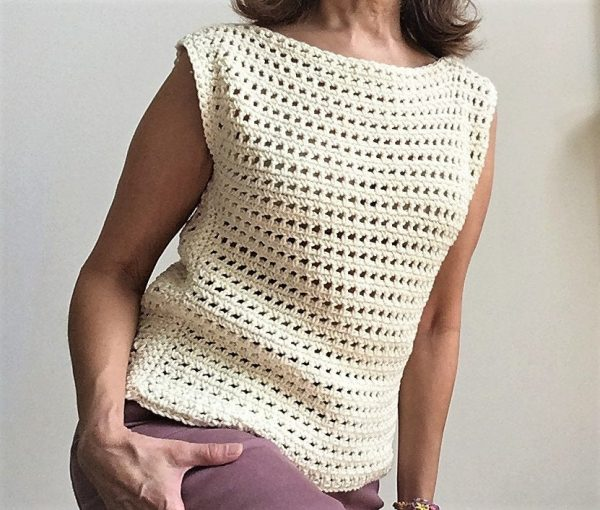 Crochet Summer Crop Top - Every one of these free crochet summer top patterns are cute and stylish. Grab a crochet hook and start making summer tops for everyone in your life. #FreeCrochetPatterns #CrochetSummerTops #CrochetSummerTopPatterns