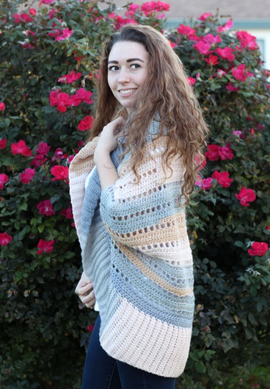 Dakota Shrug - These crochet shrugs for women are cozy, comfortable and stylish. Everything you need to punp up your Fall/Winter wardrobe. #CrochetShrug #CrochetShrugPatterns #FreeCrochetPatterns