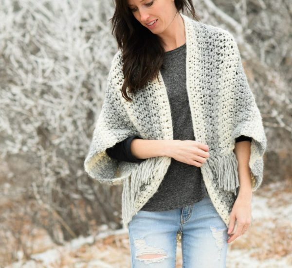 Easy Light Frost Crochet Blanket Sweater Shrug - These crochet shrugs for women are cozy, comfortable and stylish. Everything you need to punp up your Fall/Winter wardrobe. #CrochetShrug #CrochetShrugPatterns #FreeCrochetPatterns