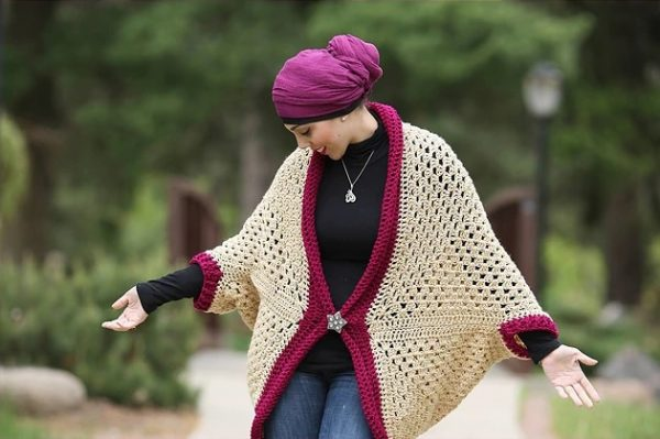Granny Cocoon Shrug - These crochet shrugs for women are cozy, comfortable and stylish. Everything you need to punp up your Fall/Winter wardrobe. #CrochetShrug #CrochetShrugPatterns #FreeCrochetPatterns