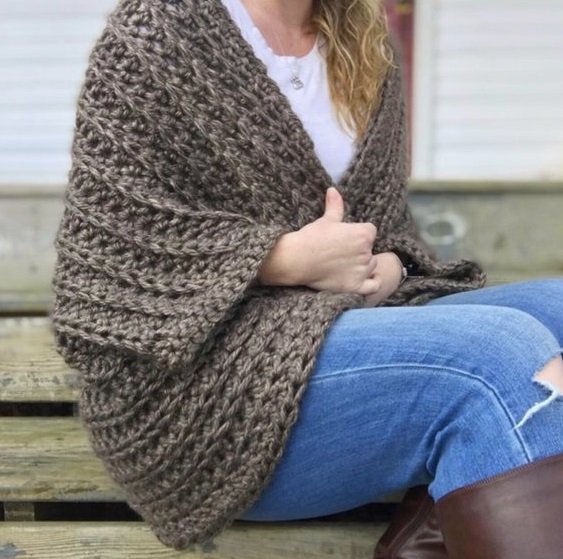 Juno Shrug - These crochet shrugs for women are cozy, comfortable and stylish. Everything you need to punp up your Fall/Winter wardrobe. #CrochetShrug #CrochetShrugPatterns #FreeCrochetPatterns