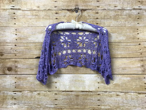 Sporty Luna Shrug - These crochet shrugs for women are cozy, comfortable and stylish. Everything you need to punp up your Fall/Winter wardrobe. #CrochetShrug #CrochetShrugPatterns #FreeCrochetPatterns