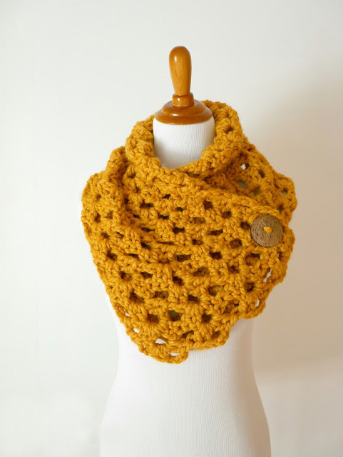 Autumn Morning Button Cowl - We have put together a list of simple crochet patterns that remind us all of fall. #simplecrochetpatterns #fallcrochetpatterns #easycrochetpatterns