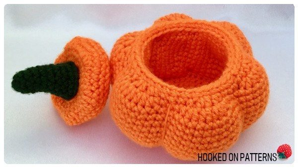 Crochet Pumpkin Pattern - We have put together a list of simple crochet patterns that remind us all of fall. #simplecrochetpatterns #fallcrochetpatterns #easycrochetpatterns