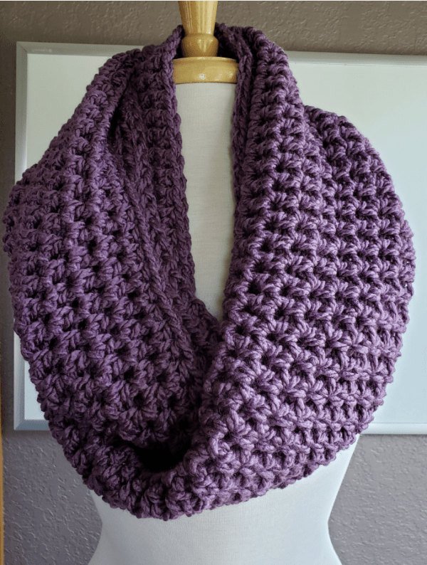 Easy Crochet Infinity Scarf - If you're thinking of an easy project to do this fall, look no further than these crochet infinity scarf patterns. #crochetscarf #crochetinfinityscarfpatterns #crochetpatterns