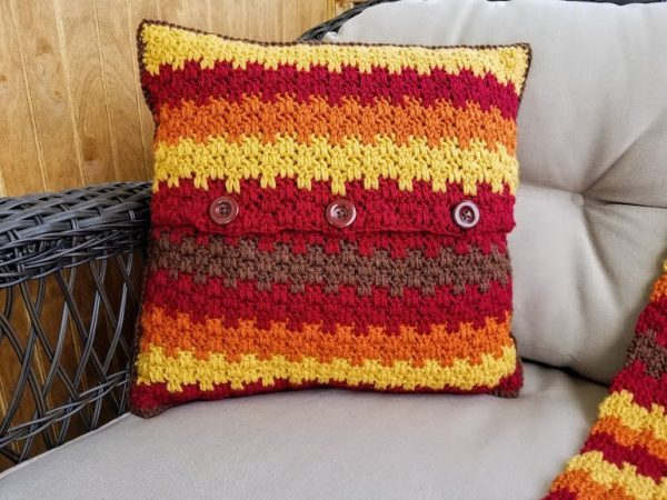 Fall Foliage Pillow - We have put together a list of simple crochet patterns that remind us all of fall. #simplecrochetpatterns #fallcrochetpatterns #easycrochetpatterns