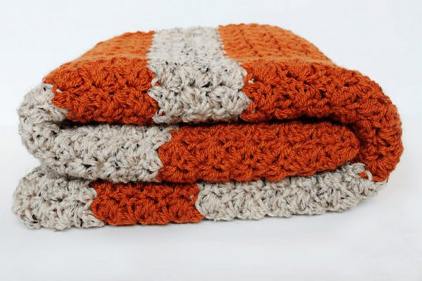 Fall Pumpkin Blanket - We have put together a list of simple crochet patterns that remind us all of fall. #simplecrochetpatterns #fallcrochetpatterns #easycrochetpatterns