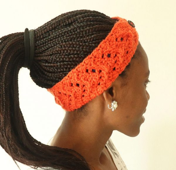 Rustic Fall Crochet Headband - We have put together a list of simple crochet patterns that remind us all of fall. #simplecrochetpatterns #fallcrochetpatterns #easycrochetpatterns