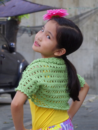 Aida Shrug - Interested in making a few shrugs for yourself and/or to gift? Check out these 27 beginner crochet shrug patterns! #crochetshrugpatterns #crochetpatterns #shrugcrochetpatterns