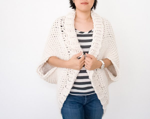 Simple Starlight Shrug - Interested in making a few shrugs for yourself and/or to gift? Check out these 27 beginner crochet shrug patterns! #crochetshrugpatterns #crochetpatterns #shrugcrochetpatterns