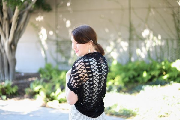 The Regina Shrug - Interested in making a few shrugs for yourself and/or to gift? Check out these 27 beginner crochet shrug patterns! #crochetshrugpatterns #crochetpatterns #shrugcrochetpatterns
