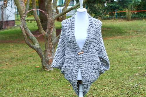Wrap Me Tender - Interested in making a few shrugs for yourself and/or to gift? Check out these 27 beginner crochet shrug patterns! #crochetshrugpatterns #crochetpatterns #shrugcrochetpatterns