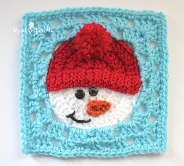 Crochet Snowman Square - This holiday season have tons of fun creating these fun and festive granny squares crochet patterns for whatever project you have in mind. #grannysquarepatterns #crochetpatterns #Holidaygrannysquarepatterns