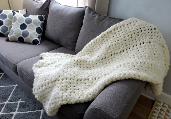 Easy Crochet Angel Cloud Afghan - This list of 17 easy crochet afghan patterns has a good variety of styles and stitches that will allow you to flex your crochet muscle. #easycrochetafghanpatterns #crochetafghanpatterns #crochetpatterns