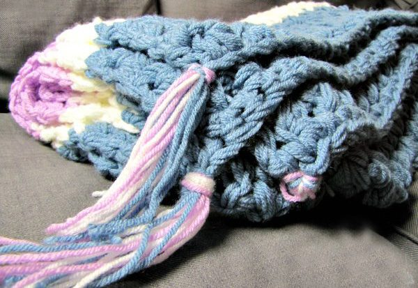 Easy Weekend Crochet Afghan - This list of 17 easy crochet afghan patterns has a good variety of styles and stitches that will allow you to flex your crochet muscle. #easycrochetafghanpatterns #crochetafghanpatterns #crochetpatterns