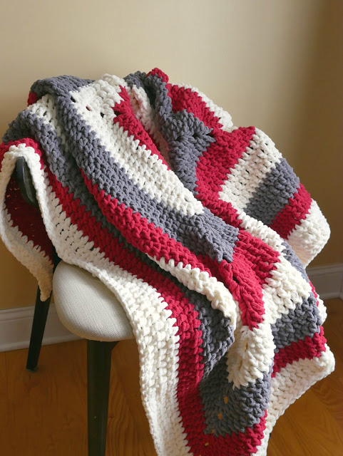 Snow Berries Throw - This list of 17 easy crochet afghan patterns has a good variety of styles and stitches that will allow you to flex your crochet muscle. #easycrochetafghanpatterns #crochetafghanpatterns #crochetpatterns