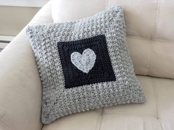 Aligned Cobble Stitch Pillow - Start making these cuddly crochet pillows, and you'll have all the hearts you can give when the day of love arrives! #crochetpillows #crochetpatterns #valentinecrochetpillows