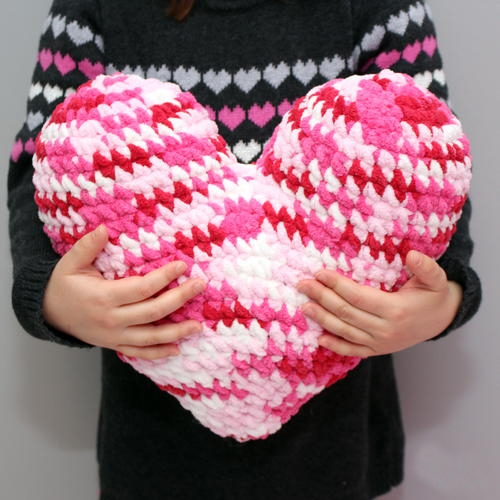 Crochet Heart Pillow - Start making these cuddly crochet pillows, and you'll have all the hearts you can give when the day of love arrives! #crochetpillows #crochetpatterns #valentinecrochetpillows