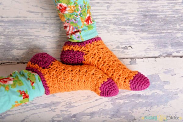 Color Pop Socks - These free crochet sock patterns are the perfect gift to those who always seem to lose a pair or who prefer to keep their toes toasty at all times. #freecrochetsockpatterns #crochetsockpatterns #crochetpatterns