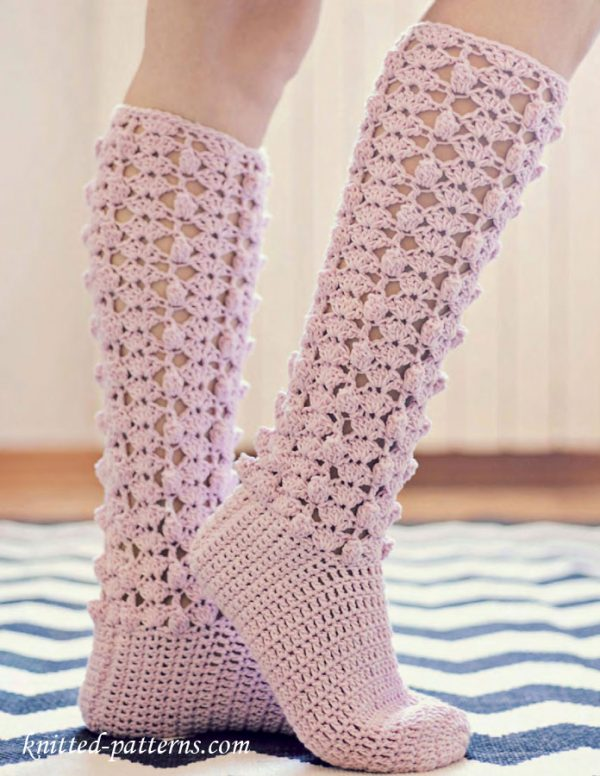 Crochet Knee High Socks - These free crochet sock patterns are the perfect gift to those who always seem to lose a pair or who prefer to keep their toes toasty at all times. #freecrochetsockpatterns #crochetsockpatterns #crochetpatterns