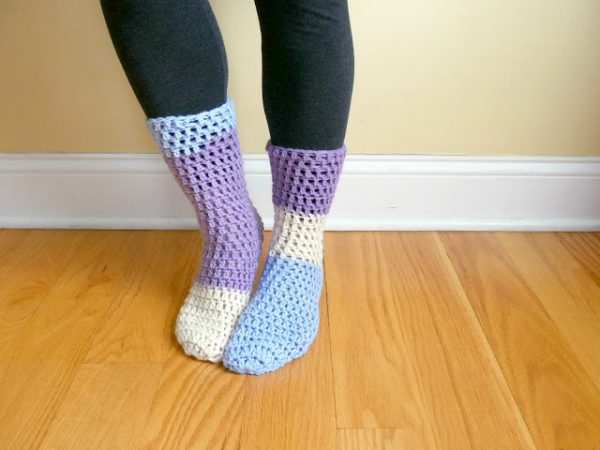 Home All Day Slipper Socks - These free crochet sock patterns are the perfect gift to those who always seem to lose a pair or who prefer to keep their toes toasty at all times. #freecrochetsockpatterns #crochetsockpatterns #crochetpatterns