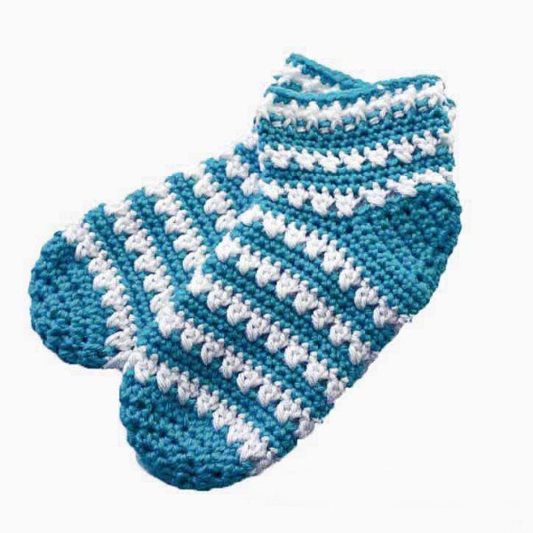 Slipper Socks - These free crochet sock patterns are the perfect gift to those who always seem to lose a pair or who prefer to keep their toes toasty at all times. #freecrochetsockpatterns #crochetsockpatterns #crochetpatterns